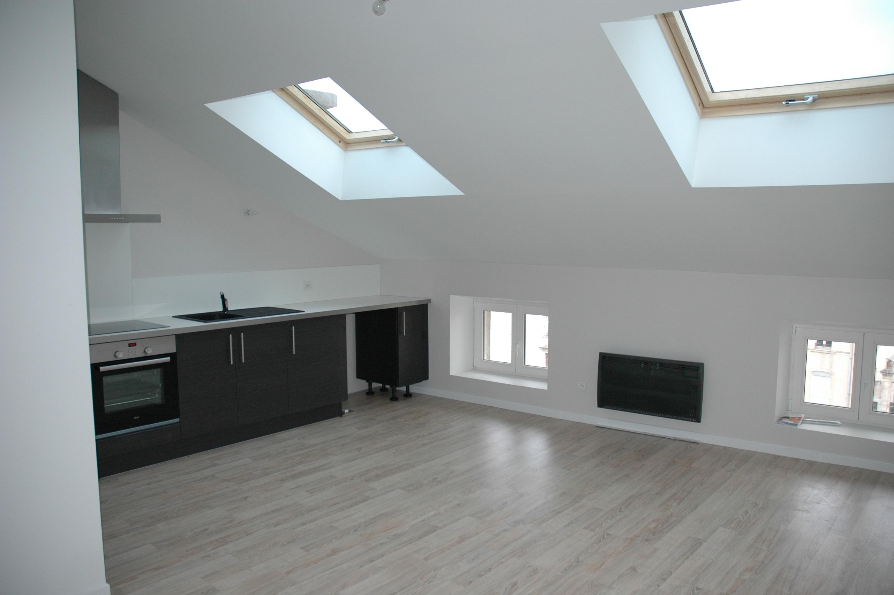salle de bain sous pente de toit loft conversion small attic bathroom with salle de bain sous. Black Bedroom Furniture Sets. Home Design Ideas